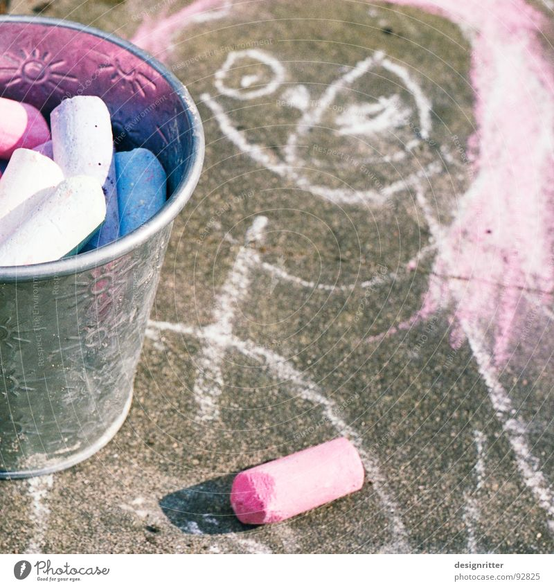Prinzessin 2.2 blau rot Straße Farbe Wege & Pfade Kunst streichen Kindheit Bürgersteig Kreide Eimer Pastellton Strassenmalerei