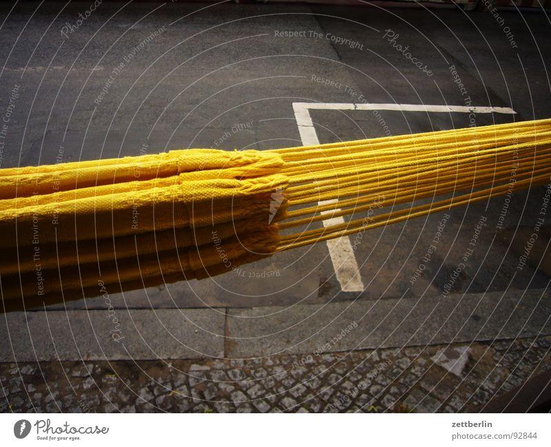 Hängematte hängen Erholung schlafen Geschnarche faulenzen träumen einrichten Accessoire Montage Asphalt Bürgersteig Bordsteinkante Verkehrswege Freizeit & Hobby