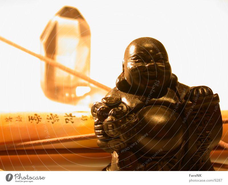 Entspannungsphase Räucherstäbchen Makroaufnahme Nahaufnahme Buddha Kristallstrukturen