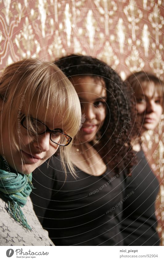 guckt mal... Mensch Frau Jugendliche schön Freude Erwachsene Ferne Leben feminin Junge Frau Haare & Frisuren Stil Feste & Feiern Freundschaft 18-30 Jahre blond