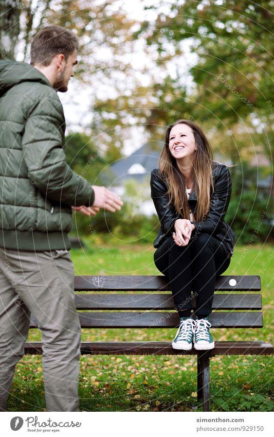 Crazy in love Natur Jugendliche schön Freude Leben Herbst feminin Liebe Glück Garten Stimmung Paar Freundschaft Zusammensein Park Familie & Verwandtschaft