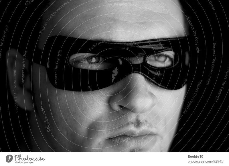 Hero oder Bösewicht ? Mann weiß schwarz dunkel Stimmung Maske Karneval verstecken böse Held edel Dieb Karnevalskostüm attraktiv Anmut selbstbewußt