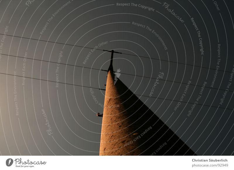 Über(land)leitung II Holz Lichtspiel Elektrizität Isolatoren Strommast Telefonmast Deutsche Telekom Fernmeldetechniker Elektromonteur Beton Industrie Riss