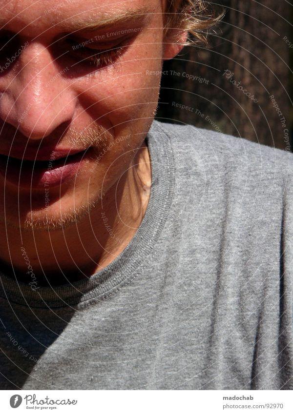 MADO ME MADO YOU Mensch Mann Jugendliche Sommer Gesicht Auge Haare & Frisuren Mund blond Nase sitzen geschlossen T-Shirt Lippen Dinge Typ