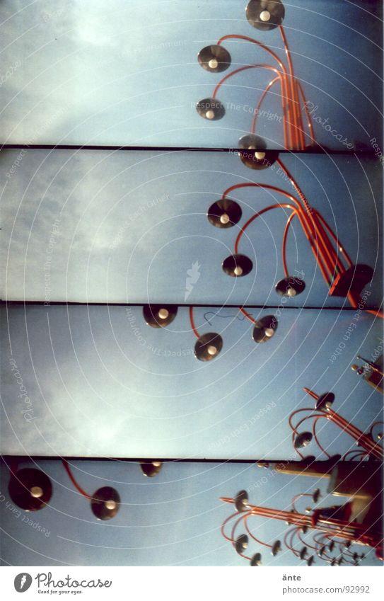 mal hochgucken blau rot Lampe Lomografie Straßenbeleuchtung durcheinander Composing verzweigt Zufall