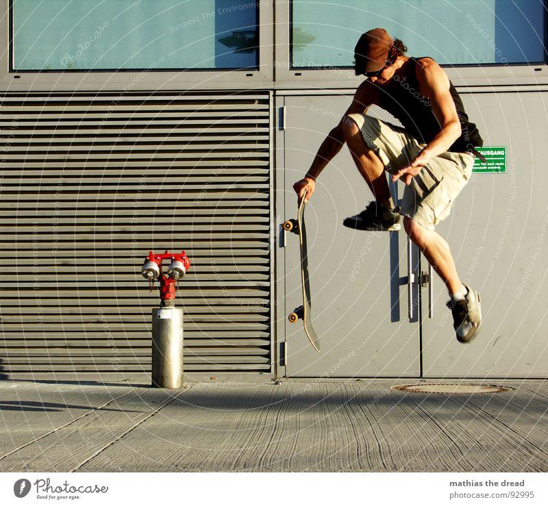 Flugphase I Mann rot Freude Sport Wand springen Spielen Bewegung Gesundheit fliegen Beton frei Aktion Luftverkehr gefährlich bedrohlich