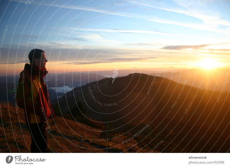 lichtblick Stimmung wandern Sonnenuntergang Himmelskörper & Weltall Berge u. Gebirge sonnenuntergang am berg genießen mehrfarbig
