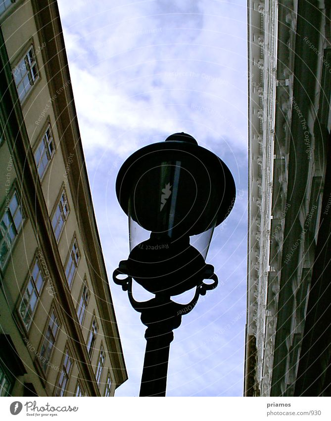 Leuchte Lampe Gebäude Architektur Perspektive Straßenbeleuchtung Licht & Schatten
