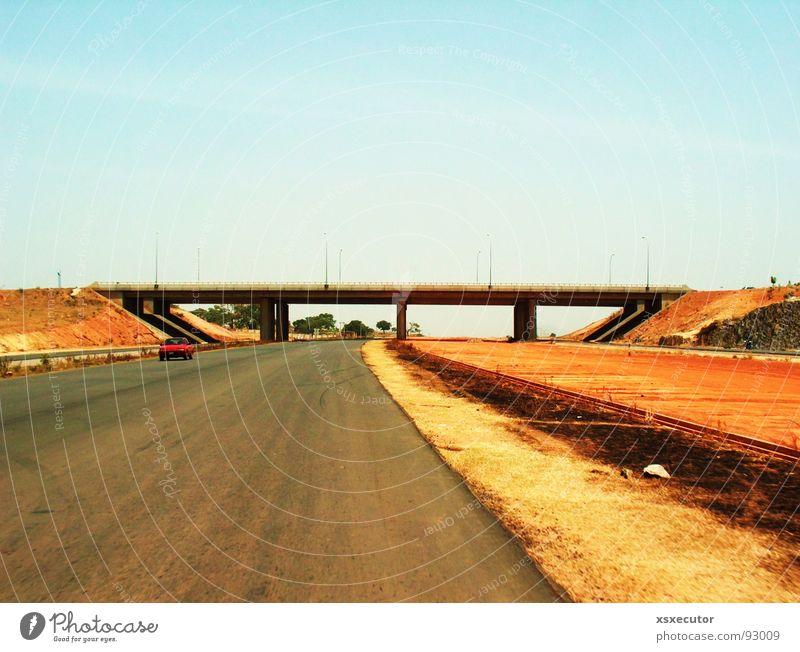 far far away Himmel Sonne Wolken Straße PKW Wärme Industrie Brücke Afrika Physik Autobahn brennen Blauer Himmel Straßenrand