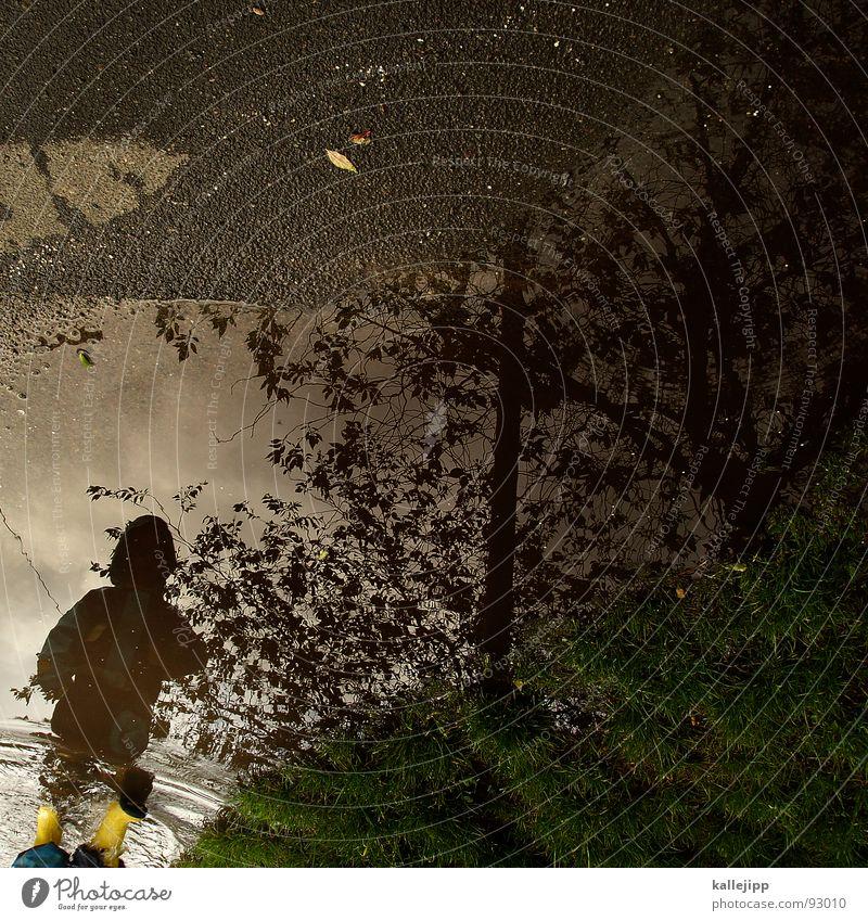 pitsch, patsch Kind Spielen Regen Pfütze nass Reflexion & Spiegelung Unwetter Gummistiefel Regenbekleidung wasserdicht Luft Wasser lasse play Spaziergang laufen
