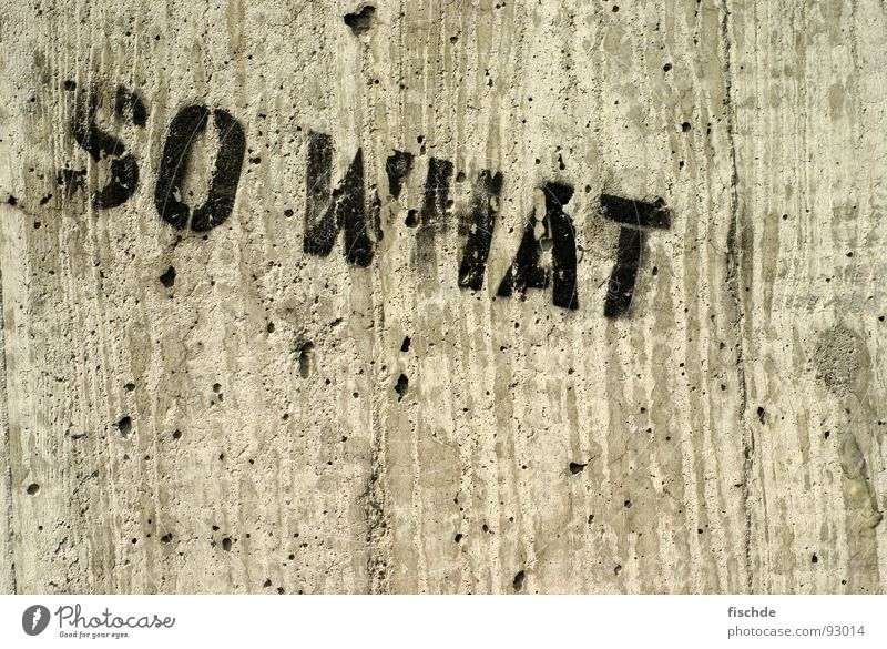 so what... schwarz kalt Wand Graffiti grau Stein Beton Schriftzeichen Buchstaben Industriefotografie Fragen was Loch Typographie Wort Maserung