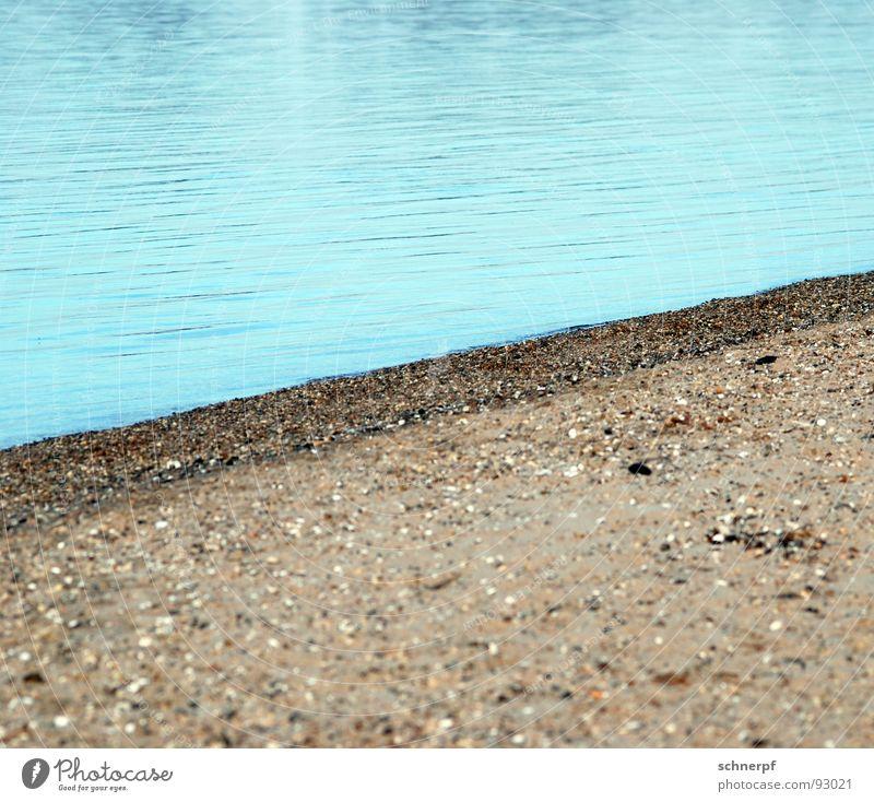 Tosende Fluten Einsamkeit Kies Strand aufsteigen Langeweile leer körnig feucht nass See Meer Baggersee Wellen kalt ruhend ruhig Erfolg Wasser blau Sand Fluss