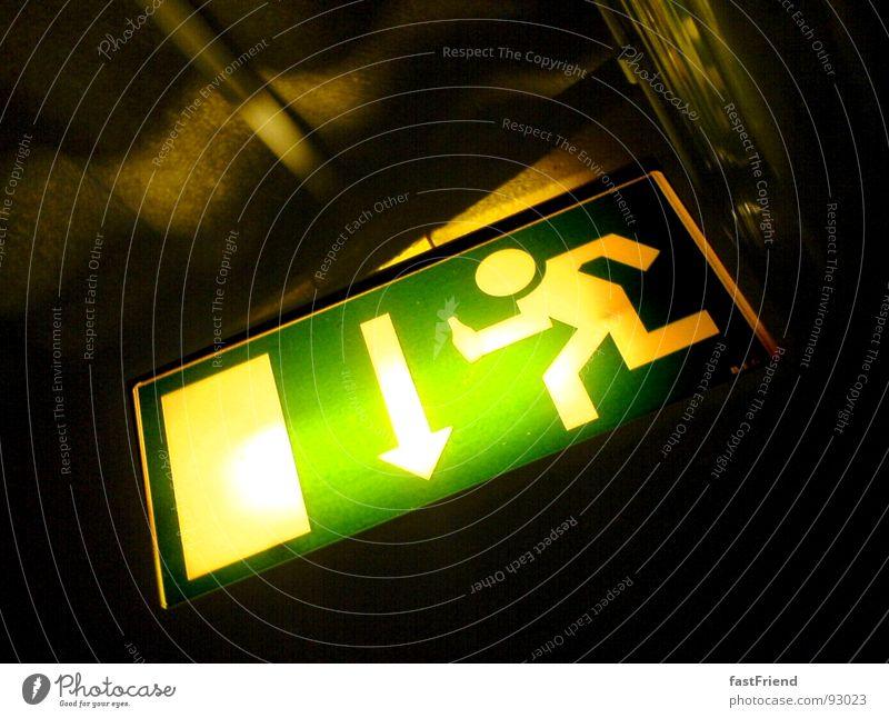 Richtung Rettungsinsel Ausweg Licht grün Alarm dunkel Orientierung Hoffnung Ausgang Eile Angst Panik Warnhinweis Warnschild Schilder & Markierungen Pfeil hell