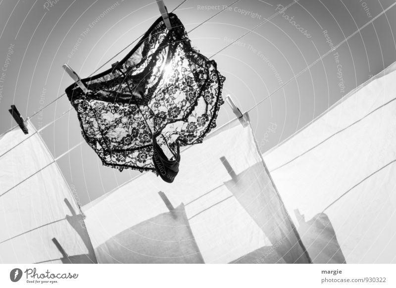 Wäsche schwarz weiß Lifestyle Design schön Erotik Himmel Wolkenloser Himmel Sonne Sonnenlicht Sommer Schönes Wetter Mode Hose Unterwäsche Frauenunterhose Spitze