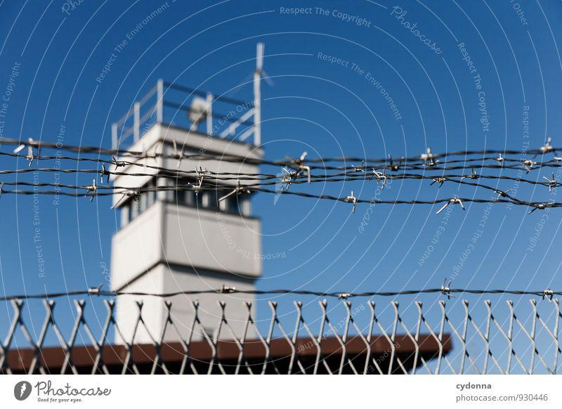 Deutsche Teilung Freiheit Deutschland bedrohlich Turm Macht Schutz Sicherheit Bildung Vergangenheit Wolkenloser Himmel Barriere Grenze Denkmal Kontrolle