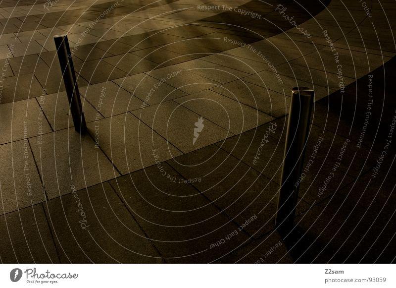gegenüberstellung Stab 2 stehen Strahlung Sonnenstrahlen dunkel Halbkreis graphisch sehr wenige Geometrie Mosaik Stil Pfosten Schatten hell Linie