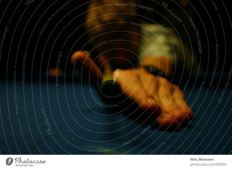 Nur noch die 8... Hand dunkel Spielen Freizeit & Hobby Finger Schwimmbad Gastronomie Kugel zielen Billard stoßen Auslöser Kneipe verhaften Anschlag Queue