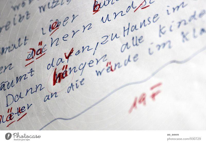 Rechtschreibung Kind blau weiß rot Schule authentisch Kindheit Schriftzeichen lernen Papier Zeichen Ziffern & Zahlen Bildung schreiben Schreibstift anstrengen