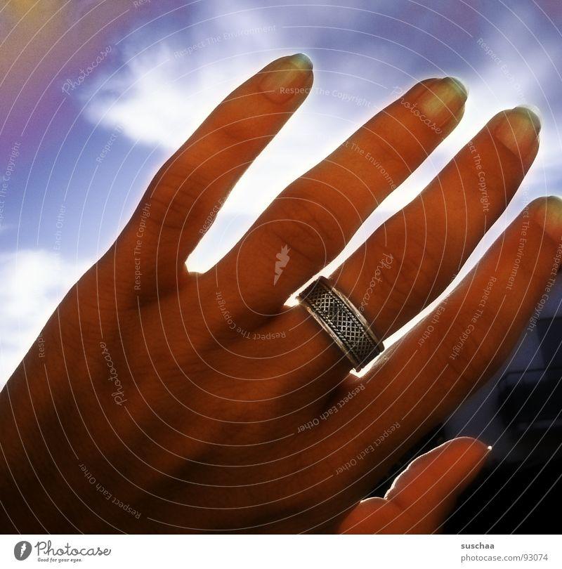 ultraviolett .. Himmel Hand Sonne Sommer Wolken Farbe Finger Kreis Schutz Regenbogen Wetterschutz Himmelskörper & Weltall Teint Ozon