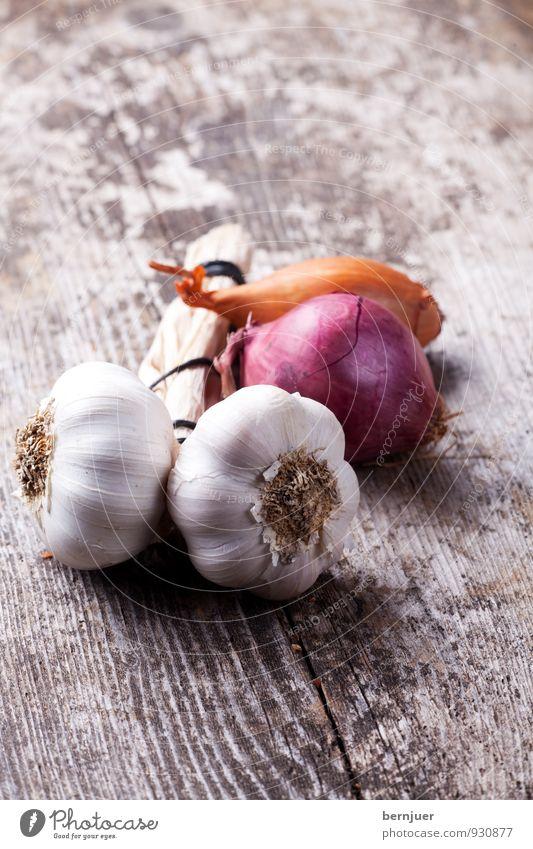 Knofi Lebensmittel Gemüse Ernährung Bioprodukte Billig gut Ehrlichkeit aromatisch bio Knoblauch Knolle Knoblauchknolle Zwiebel Schalotten Holzbrett rustikal
