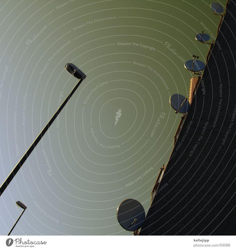 für carl: hochhaus mit laterne Fenster Architektur Deutschland Armut Fassade Treppe trist Aussicht Bauernhof Pfeil Laterne Weltall DDR bleich Straßenbeleuchtung