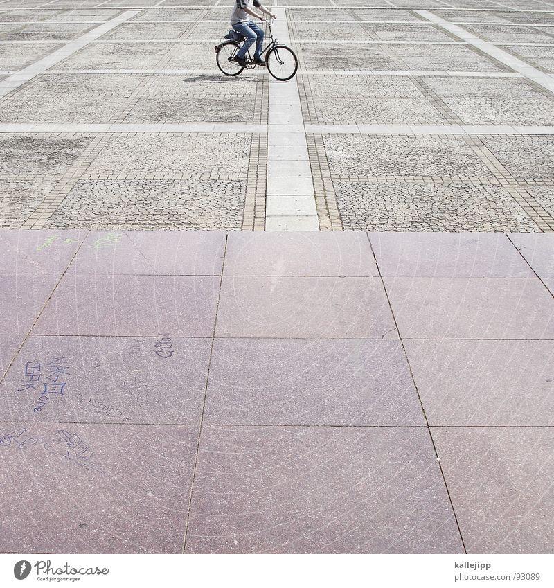 onemillion bicycles in berlin Stein Fahrrad Platz Verkehrswege Fahrradfahren Pflastersteine Marmor Granit Bodenplatten Steinplatten Damenfahrrad Exerzierplatz