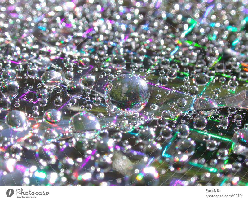 Wassertropfen mehrfarbig Regenbogen Makroaufnahme Nahaufnahme Farbe