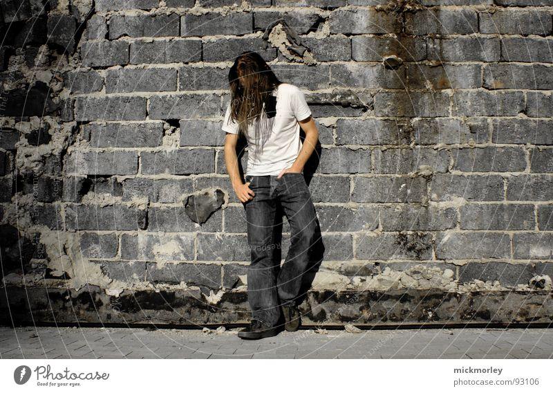 rocker on the wall Wand Mauer Coolness T-Shirt Jeanshose Schnur trashig Langeweile lässig Sänger Gitarrenspieler Schlagzeuger Rockband