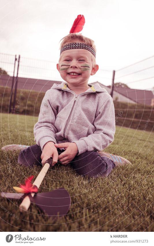 Indianer Mensch Kind Junge lachen maskulin leuchten Kindheit Feder Fröhlichkeit Lächeln genießen Kleinkind 3-8 Jahre Indianer Kindergeburtstag Apache Trail