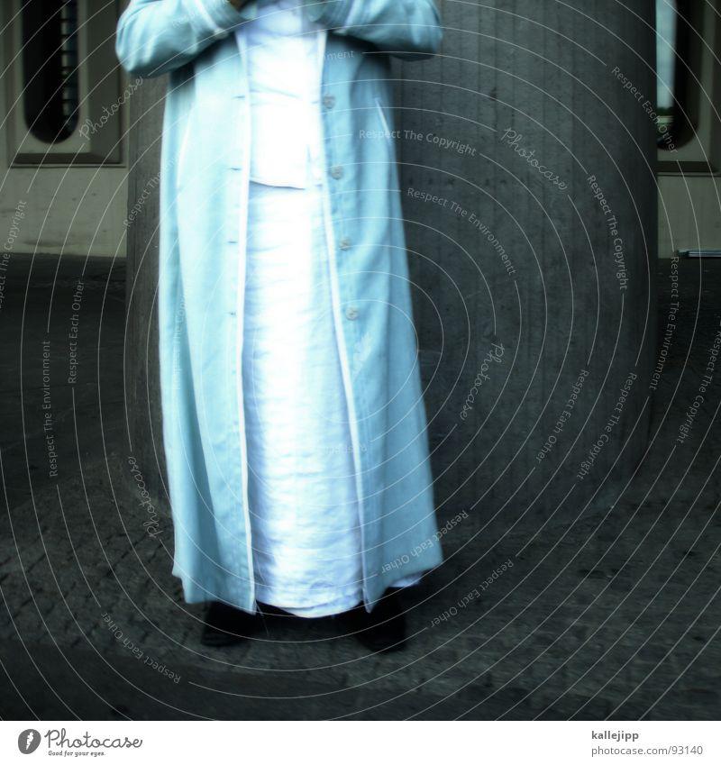 taxidriver Götter Gebet weiß Koloss Tracht Kleid Mantel Bekleidung Kultur Religion & Glaube Islam stehen Frau Beton Ankunft fremd Zufluchtsort Neue Welt