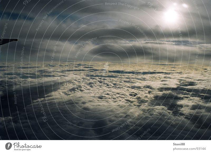 Zwischen den Wolken Natur schön Himmel Sonne Ferien & Urlaub & Reisen Wolken Ferne dunkel Traurigkeit Regen hell Angst Flugzeug Geschwindigkeit Perspektive Trauer
