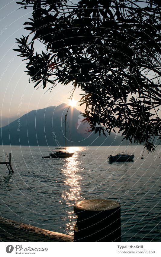 See mit Boot Wasser Baum Berge u. Gebirge Wasserfahrzeug Steg