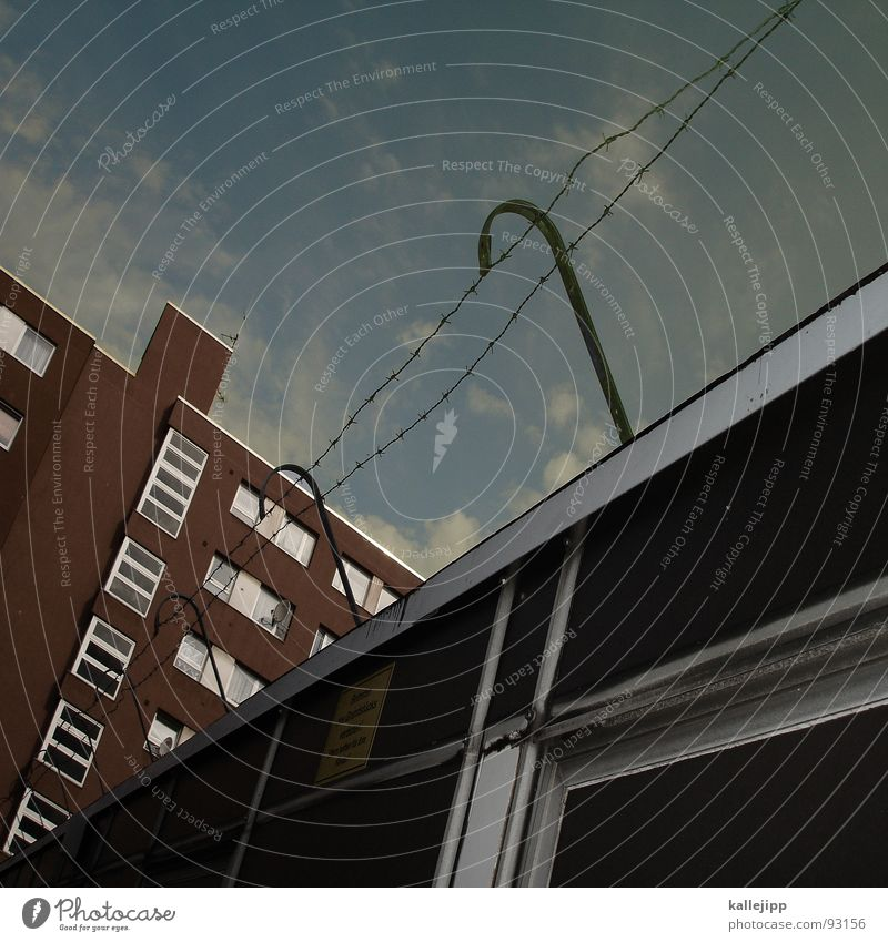 freigang Fenster Berlin Architektur Mauer Deutschland Angst Fassade Armut Treppe Sicherheit trist bedrohlich Pfeil Bauernhof Weltall Laterne