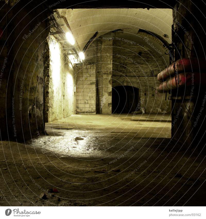spamtunel Keller Einsturzgefahr gefährlich unheimlich Geister u. Gespenster Gruft Neonlicht Luftschutzbunker Bombenangriff Terror Bunker Architektur