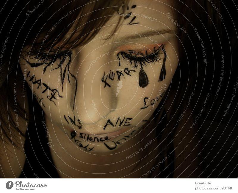 Inscribed Frau rot Mädchen Einsamkeit Erwachsene Gesicht Farbe Leben kalt dunkel Gefühle Traurigkeit Denken Kunst Zeit Angst
