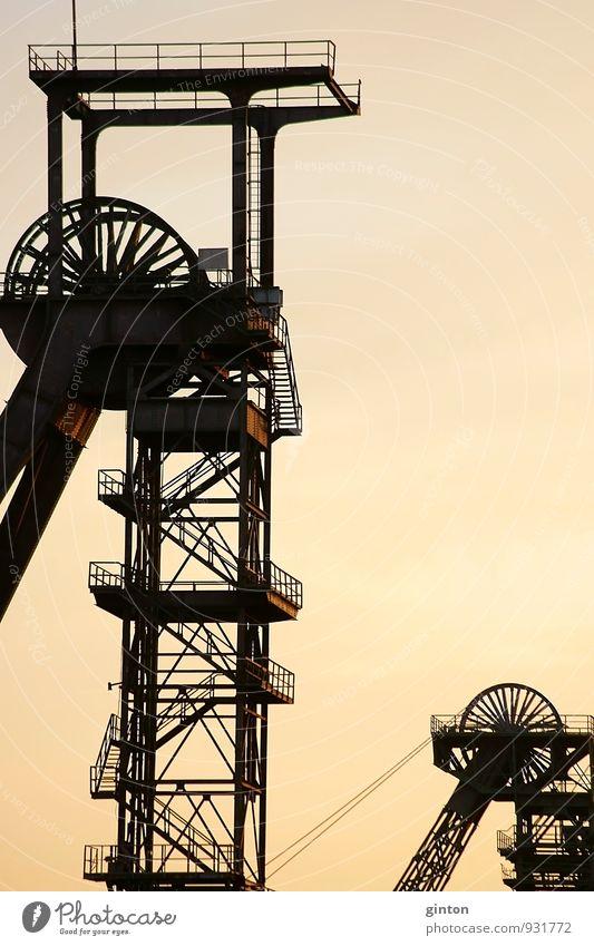 Kohleförderung Himmel Natur alt Stadt Landschaft dunkel Umwelt Architektur Energiewirtschaft Treppe Erde leuchten groß Industrie retro Bauwerk