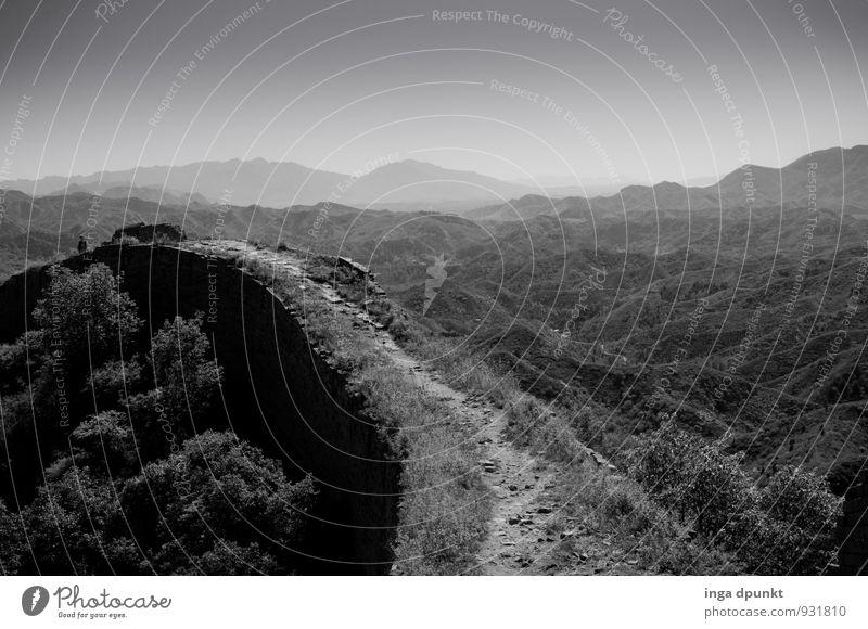 Auf der Mauer Umwelt Natur Landschaft Pflanze Hügel Berge u. Gebirge China Chinesische Mauer Menschenleer Wand Sehenswürdigkeit Wahrzeichen Denkmal Tourismus