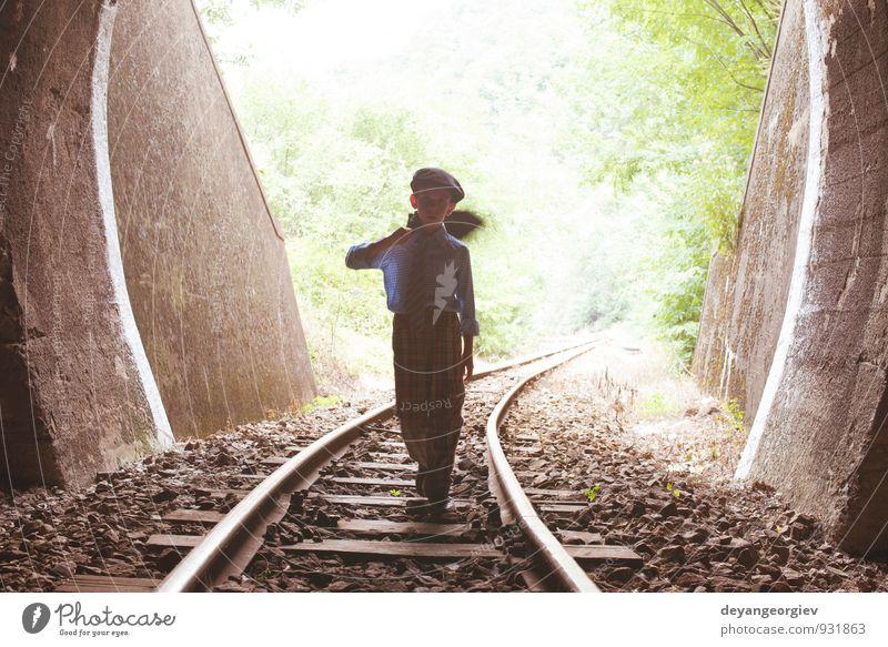 Mensch Frau Kind Ferien & Urlaub & Reisen alt schön dunkel Erwachsene Straße Junge Wege & Pfade Linie Verkehr Geschwindigkeit Ausflug Eisenbahn