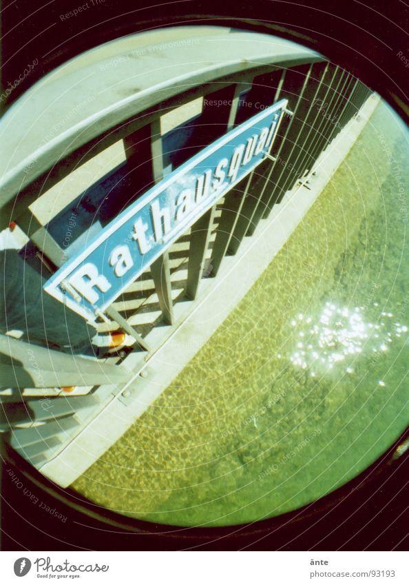Rathausquai Fischauge rund Lomografie mehrfarbig Stab Straßennamenschild Aare Thun Eisen lomography Geländer Fluss Küste Metall Wasser water river Neigung