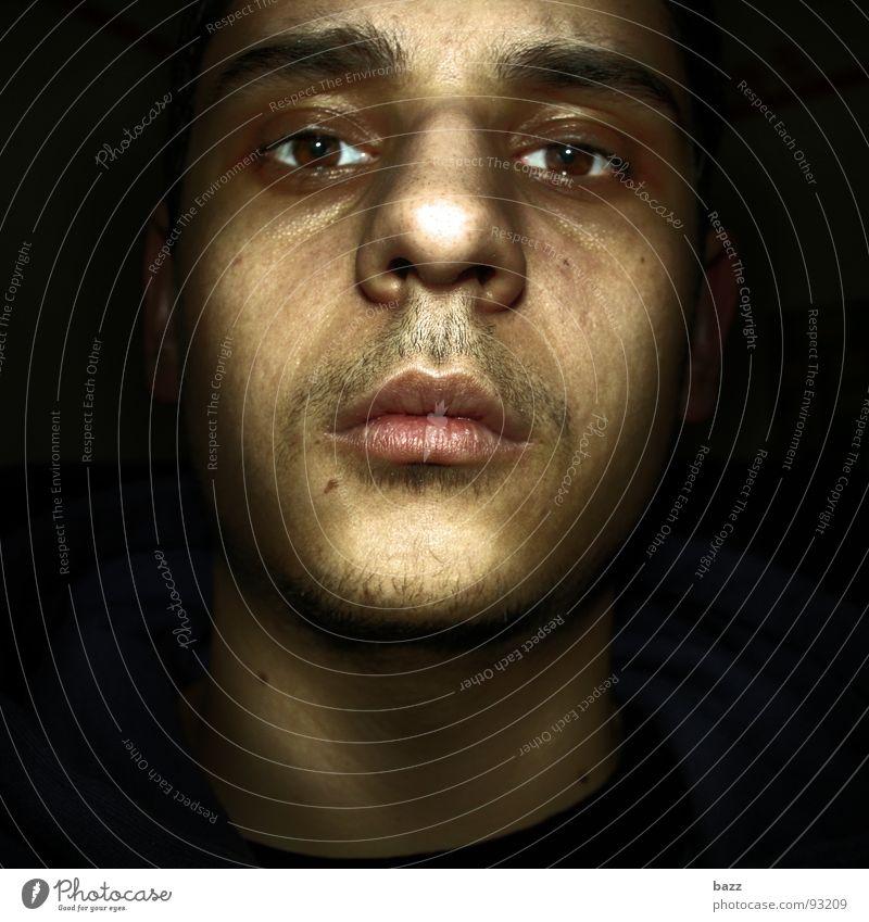 looks like dragan dunkel Nacht Licht Angst Panik Gesicht Schatten Reaktionen u. Effekte