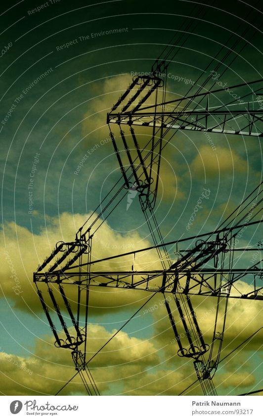 bedrohliche Energie Himmel Wolken dunkel Tod Regen Erde Kraft Metall Angst Energiewirtschaft Elektrizität gefährlich Technik & Technologie stark Gewitter
