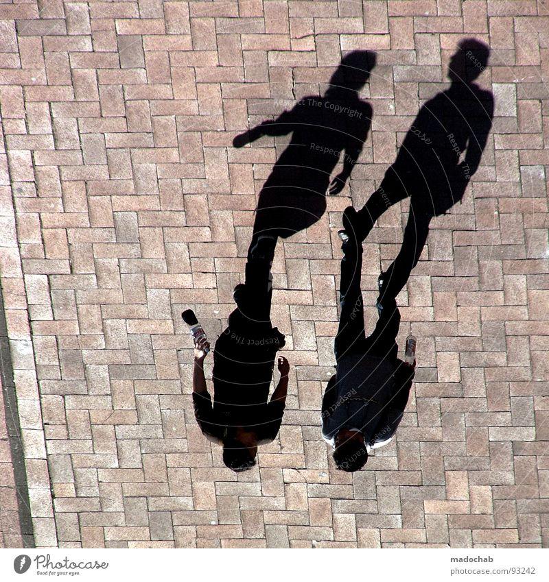 4 GEWINNT | BEGLEITERSCHEINUNG Mensch Mann Sommer sprechen Bewegung Beine Freundschaft 2 Zusammensein gehen Arme laufen mehrere Pause stoppen