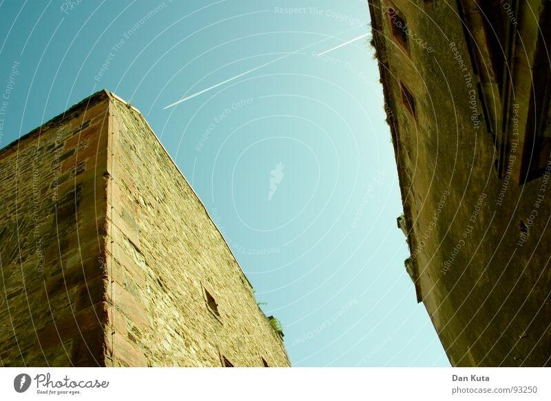 Stein auf Stein alt Himmel blau dunkel Wand oben Mauer Wege & Pfade Zufriedenheit hell Flugzeug hoch Ecke Quadrat historisch