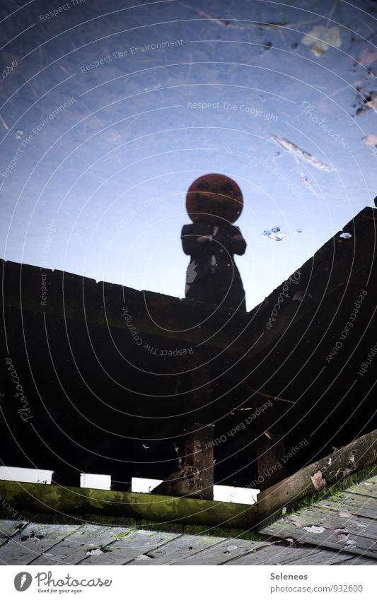 Kürbiskopf Karneval Halloween Mensch 1 Küste Moor Sumpf Teich See Maske gruselig Steg alt Geister u. Gespenster Monster Farbfoto Außenaufnahme