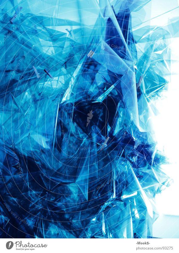 Lichtkunst blau Lampe hell Kunst Kultur Statue Kunststoff durchsichtig Folie