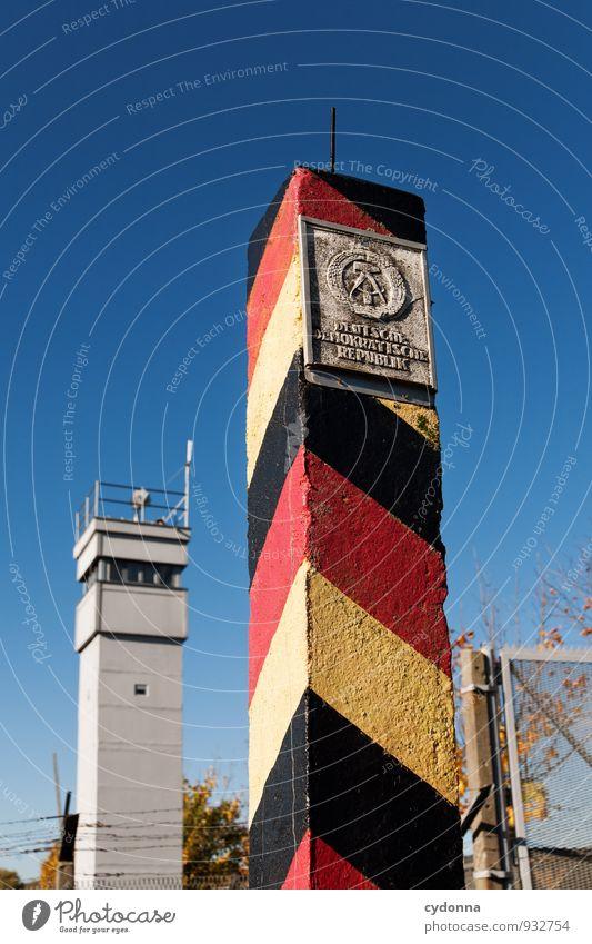 Bis hierhin ... Bildung Wolkenloser Himmel Herbst Turm Ende Freiheit Gesellschaft (Soziologie) Identität Kontrolle Macht Schutz Sicherheit Trennung Überwachung