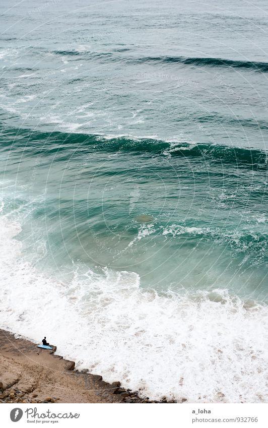 beach break Lifestyle Sport Wassersport Sportler Mensch 1 Umwelt Urelemente Erde Sommer Felsen Wellen Küste Strand Bucht Meer Fernweh Einsamkeit Idylle Natur