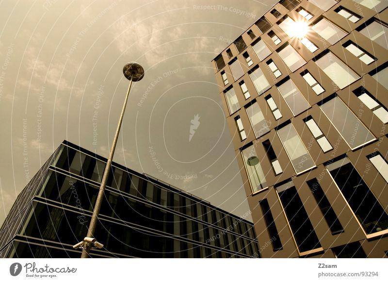 sun is shining Himmel Sonne grün Stadt Haus gelb dunkel Stil Gebäude Wärme Glas groß Hochhaus hoch Perspektive