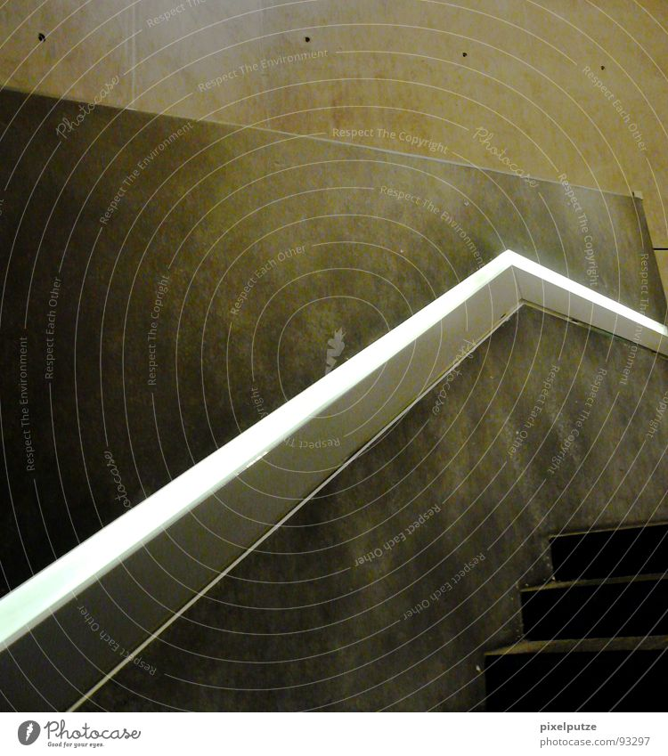 kantig Wärme Linie hoch Treppe modern Physik führen Museum abwärts Treppengeländer aufsteigen Abstieg