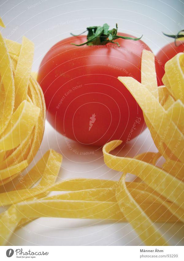 Tomate trifft Nudel #2 rot Nudeln Teigwaren Italien Innenaufnahme Gastronomie Küche kochen & garen gelb frisch Vitamin grün Gesundheit Gemüse